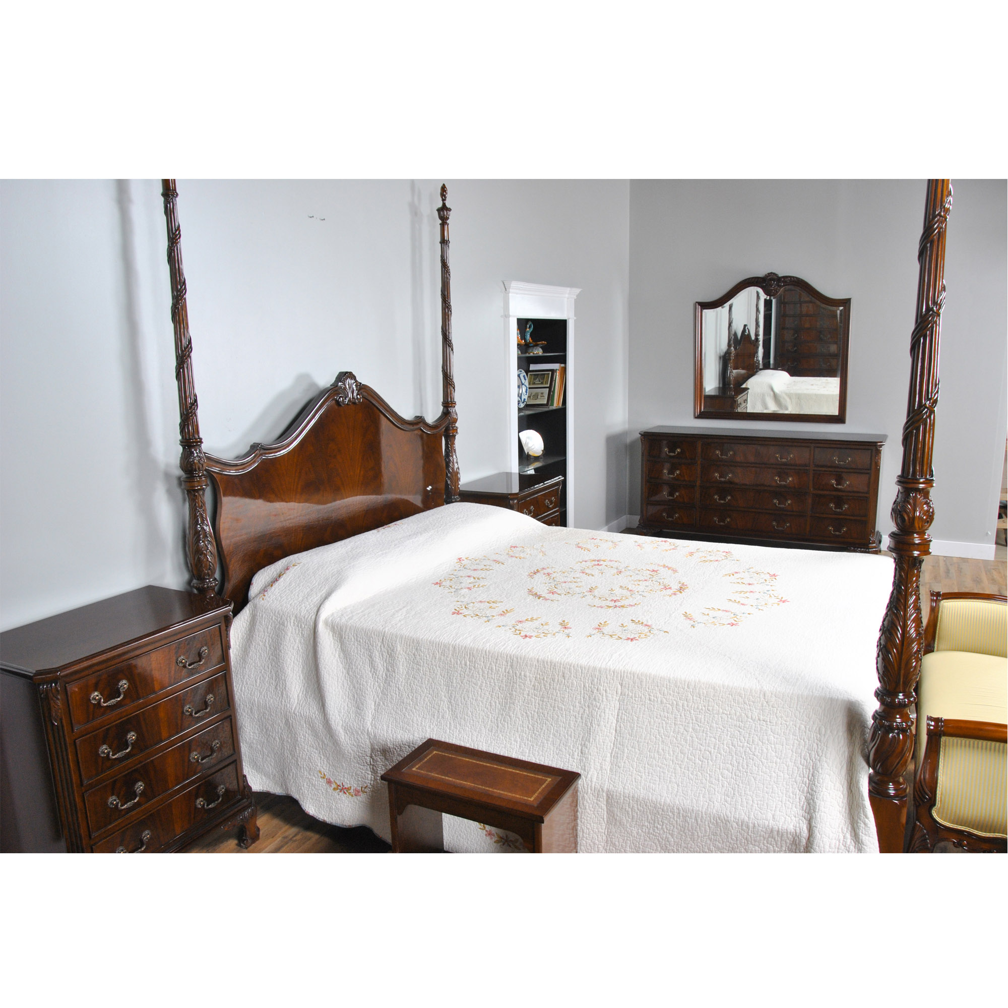King size mahogany four poster bed niagara furniture for Four bedroom